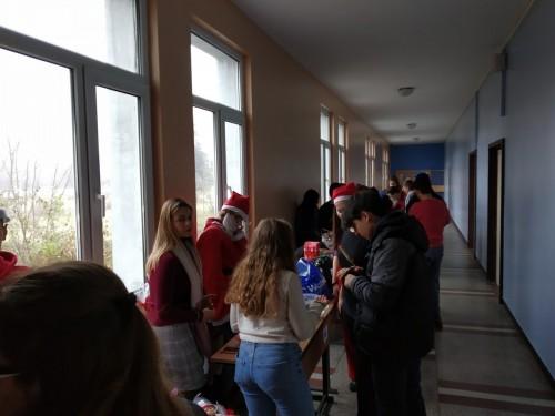"""Благотворителен коледен базар в ЕГ """"Иван Вазов"""""""