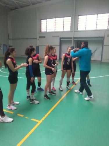 Отборът по волейбол /девойки 11-12 клас/ триумфира с титлата в градското първенство